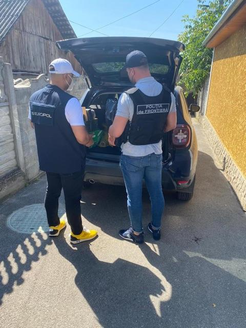 9 arrested in Moldova and France for €2 million immigration fraud