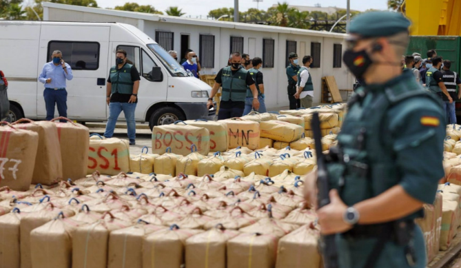 8 arrests following the seizure at sea of 15 tonnes of hashish by Spanish authorities