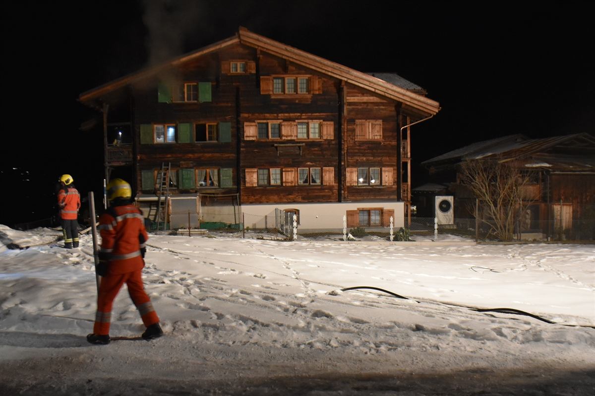 Saas: Brand in Holzhaus