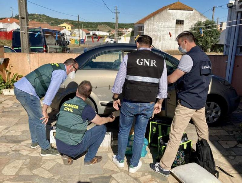 Roll-your-own tobacco smuggling network dismantled in Portugal and Spain with Europol's support